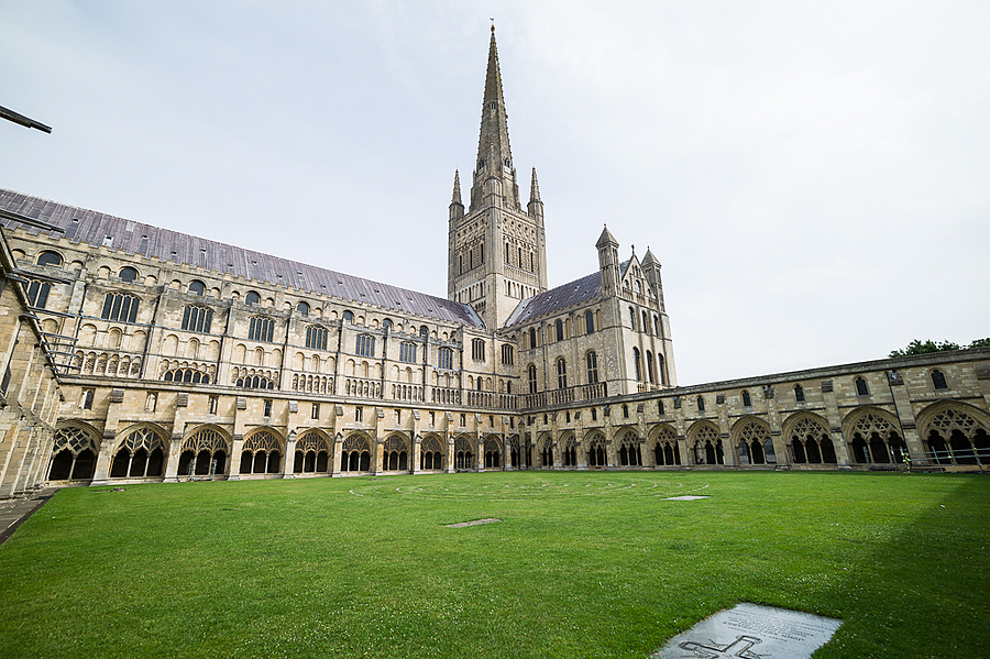 Norwich Cathedral | LEICA TRI-ELMAR 28-35-50MM F4 ASPH <br> Click image for more details, Click <b>X</b> on top right of image to close