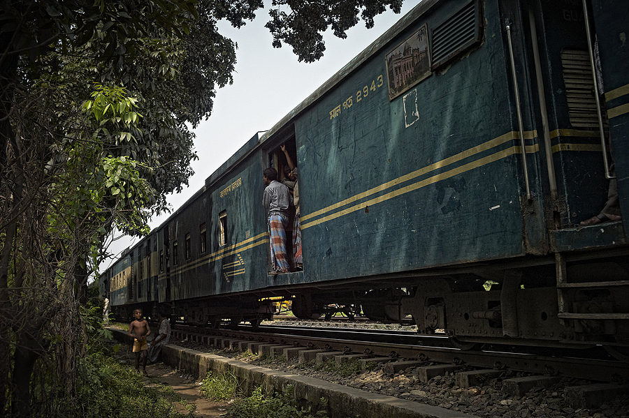 Playing by the Train Bangladesh | LEICA SUMMICRON 28MM F2 ASPH <br> Click image for more details, Click <b>X</b> on top right of image to close