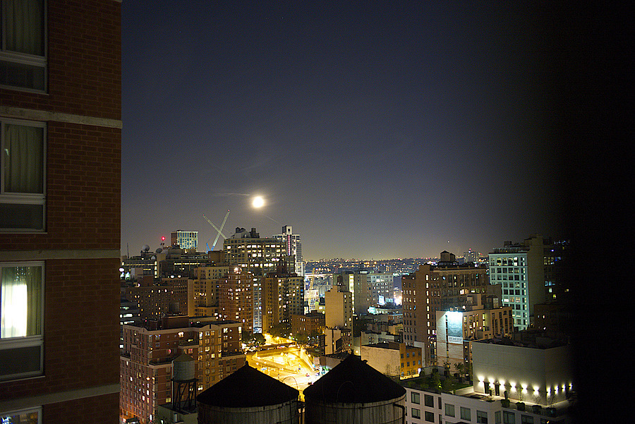 NYC Full Moon | LEICA TRI-ELMAR 28-35-50MM F4 ASPH <br> Click image for more details, Click <b>X</b> on top right of image to close
